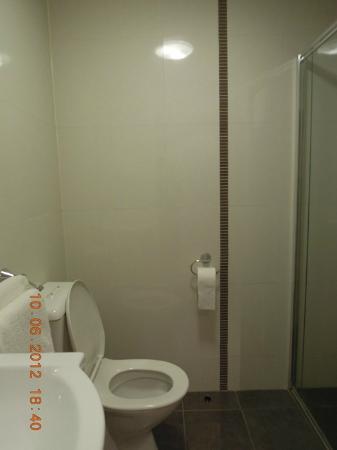 Habitat HQ: Bathroom