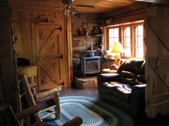 Big Bear Hideaway: Grizzly Livingroom/Woodstove