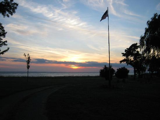 Black Walnut Point Inn: The sunset over the Bay!! 