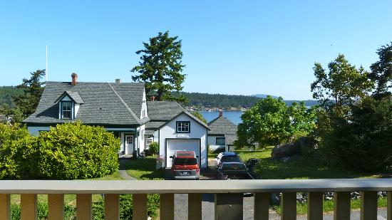 Harrison House Suites: Looking towards Friday Harbor from the balcony