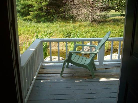 Glen Cove Inn & Suites: view of private deck