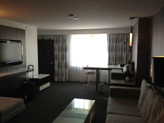 Le Meridien Dallas by the Galleria: Living room, office/Junior Suite