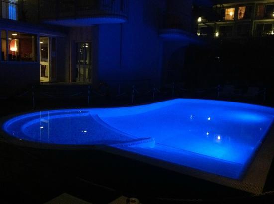 Hotel Villa Enrica : Pool bei Nacht