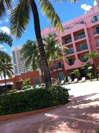 Hotel Santa Fe Guam: from pool side