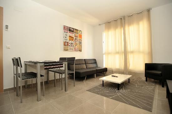Apartamentos Marina Suites : Grosser moderner Wohnbereich