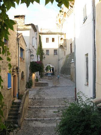 Cagnes-sur-Mer, France: village street