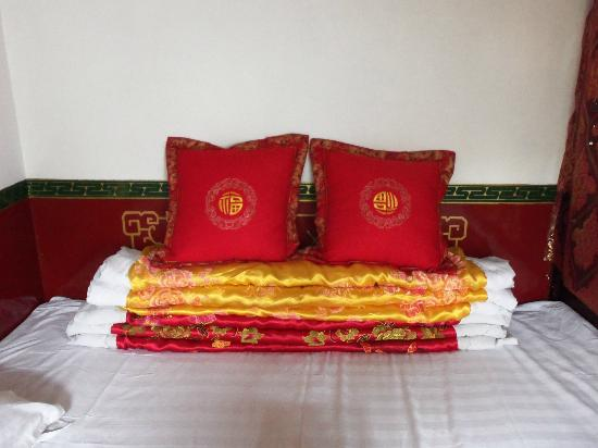 Pingyao Cheng Jia Hotel: The silk duvets in room 905
