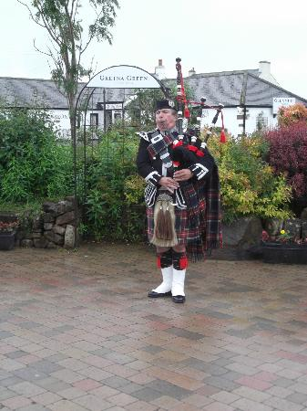 Gretna Green Blacksmith Shop: Piper at Blacksmith yard