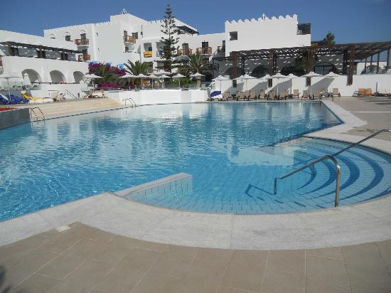 Hotel photo de sensimar oceanis beach spa resort for Piscine oceanis