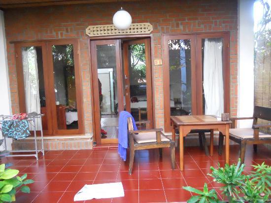 Tropical Bali Hotel: entrée de la chambre