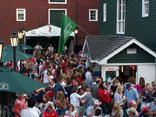 Lower Deck - Downtown Halifax : Patio Party Fun