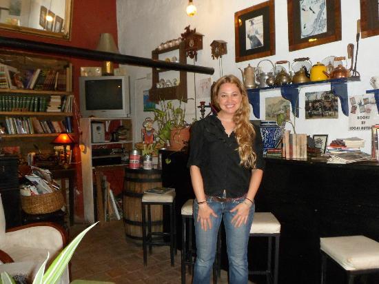 La Prensa Francesa Cafe: Proprietress
