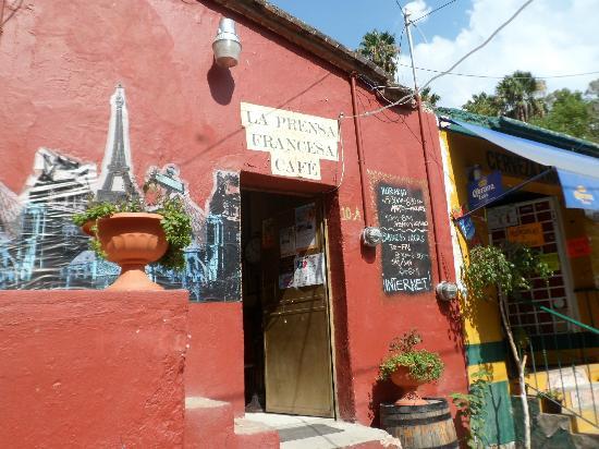 La Prensa Francesa Cafe: The entrance