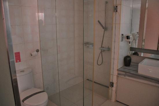 Hotel 648: shower
