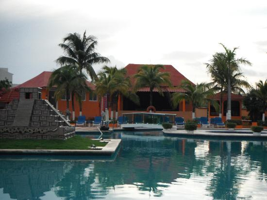 Hotel Cozumel and Resort: pool