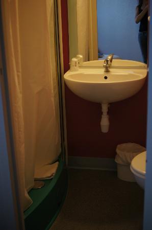 B&B Hotel Avignon 2: micro bagno