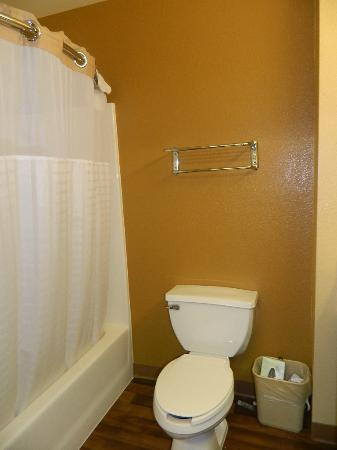 Extended Stay America - Orange County - Anaheim Convention Center: Bathroom