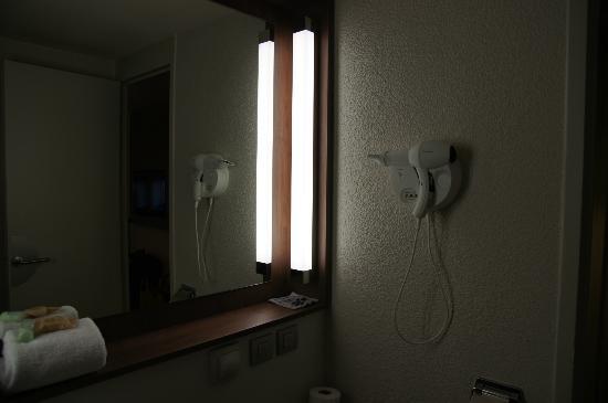 Campanile Hotel Aix En Provence Sud Pont de l'Arc : bagno