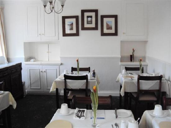 Coombe Bank Guest House: Breakfast Room