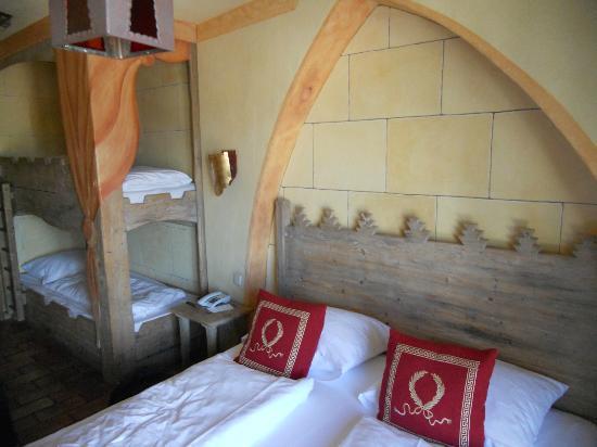 """Hotel """"Castillo Alcazar"""" Europa-Park: la chambre quadruptle"""