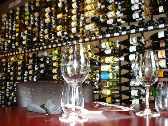 Red The Restaurant & Wine Boutique: Lunch Anyone