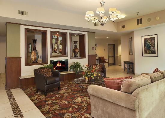 Ramada Northwest Fresno : Newly renovated lobby