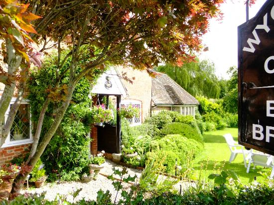 Wych Green Cottage: A Gem in the New Forest