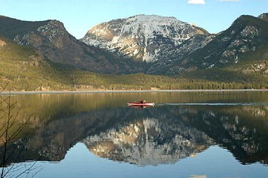 Western Riviera Lakeside Lodging & Events: Kayaker on Grand Lake