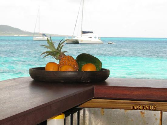 Petit St. Vincent Resort: Goatie's Bar