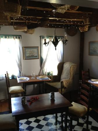 Yuletide Inn: dining room