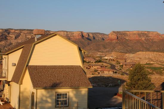 Los Altos Bed and Breakfast: Shed on property and Colorado National Monument