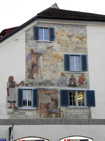 Hotel Otter: Paintings on building in Zurich