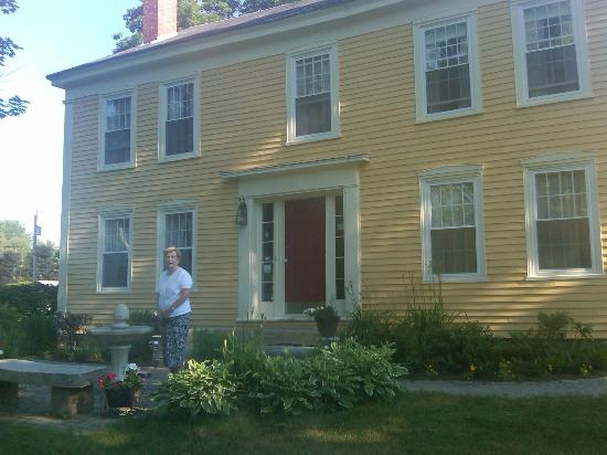 Royalsborough Inn at Bagley House: Front of the house - classic colonial.