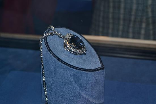 Smithsonian Institution Buidling: The Hope Diamond