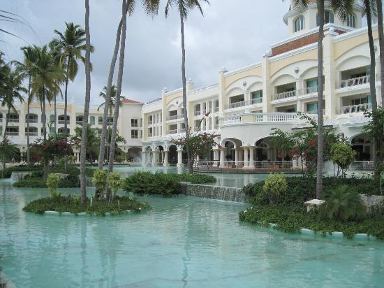 Iberostar Grand Hotel Bavaro: View of shops and dining area