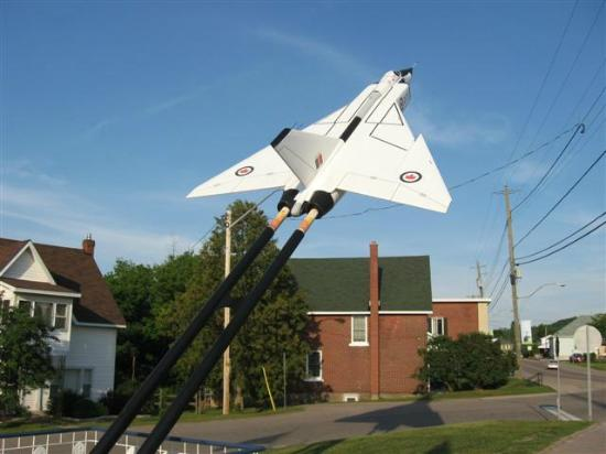 Fortune's Madawaska Valley Inn : Avro Arrow in Barrys Bay