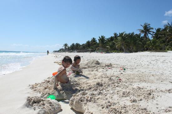 Tita Tulum Hotel Ecologico: The beach