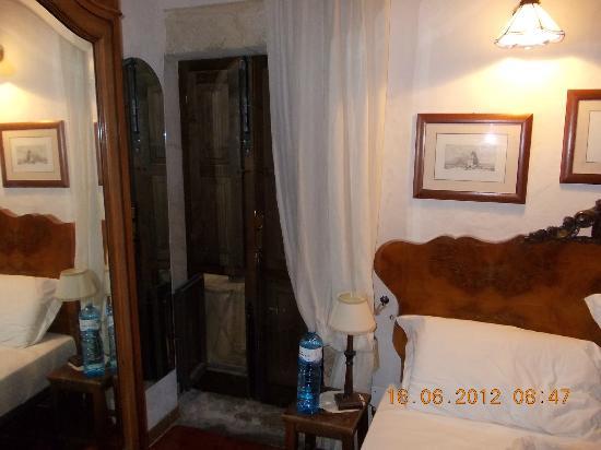 Abaco Home Bed and Breakfast: porta su cortile interno