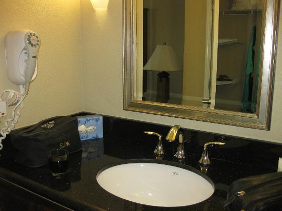 ستايبريدج سويتس كولومبيا: vanity area with nice closet 