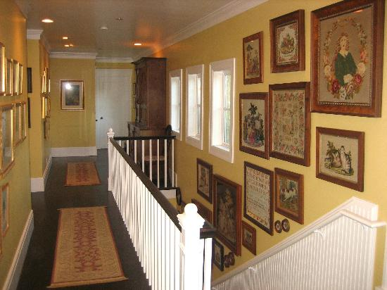 The Inn on Orcas Island: Tasteful upstairs hallway
