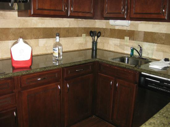 Staybridge Suites Columbia: Nice Kitchenette with ss refridgerator, coffee pot, dishes, pots/pans