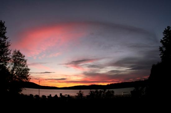 Pine Terrace Motel & Resort: Sunset - View from the cabin