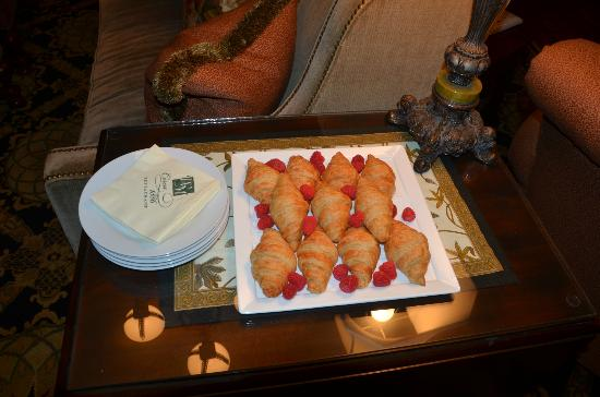 Wentworth Mansion: Early morning pastry and fruit