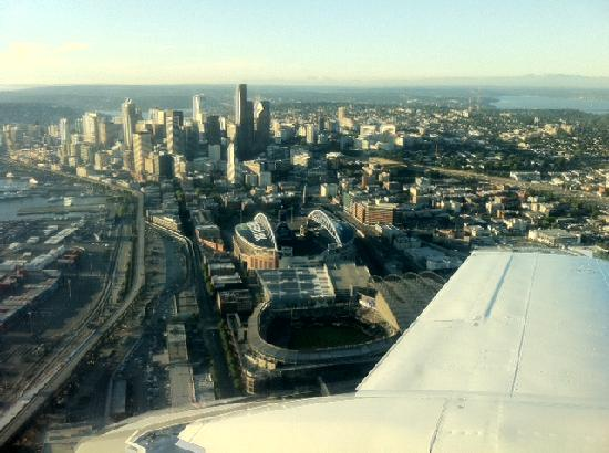 Westwind Aviation: Seattle skyline - Safeco
