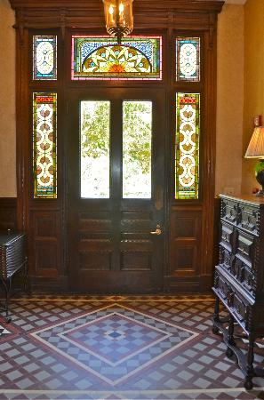 Wentworth Mansion: Beautiful entry
