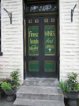 Garryowen Irish Pub: Old School Irish Pub