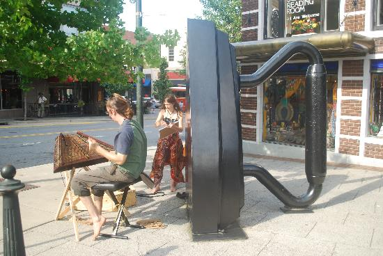 Urban Trail: Artistes in front of the Flat Iron