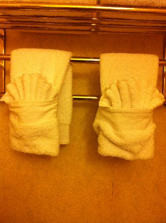 The Manhattan Club: Cute towels......