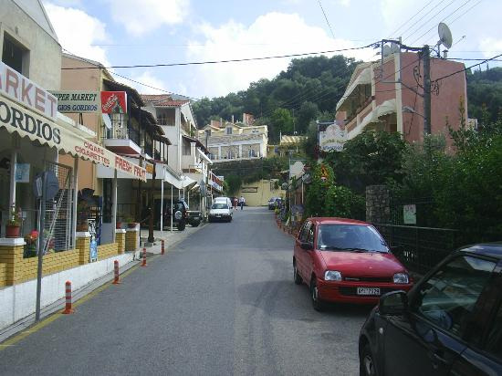 Villa Mary Apartments: Aghios Gordis...main street.