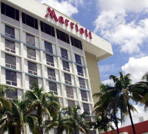 Courtyard by Marriott Miami Airport: The marriott next door